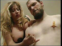 او را دوست دارد زن فیلم سکسی خواهر و برادر هنگامی که مرد خشن سقوط در وسط بیدمشک او