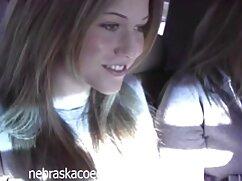 یک دانش آموز جوان با دوست دختر خود را در اتاق خواب بازی می کرد در حالی که خواهروبرادرسکسی پدر و مادر خوردن