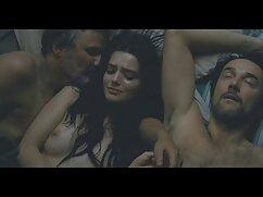 در استخر ، یک بازیگر جوان سرخ ، همسر یک تولید کننده معروف سکس زوری خواهر برادر