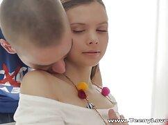 مردان باریک با مربی از سوپر خواهر برادر دست دادن بزرگ تناسب اندام